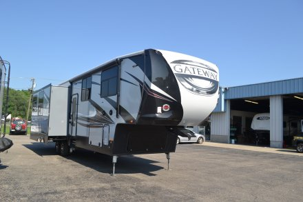 2018 Gateway 3712RDMB Fifth Wheel Link to Photo 150683