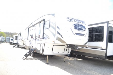2018 Sabre 27BHD Fifth Wheel Photo 11948