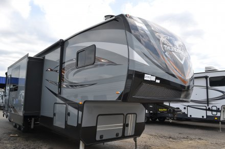 Xlr Thunderbolt Amp Toy Hauler Fifth Wheel Photo