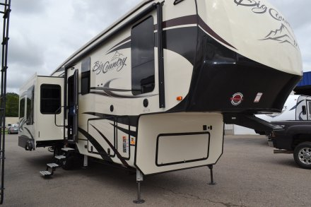 2019 Big Country 3155RLK Fifth Wheel Link to Photo 209636