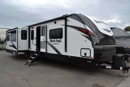 2019 North Trail 33RETS Travel Trailer Link to Photo 217581